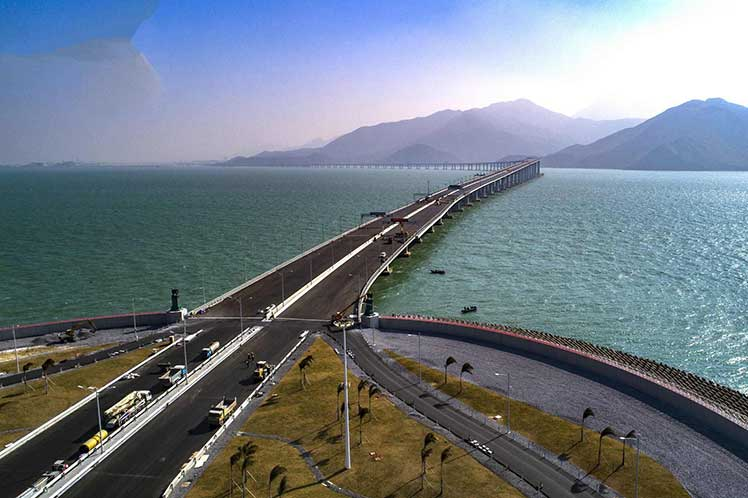 China inaugura maior ponte do mundo