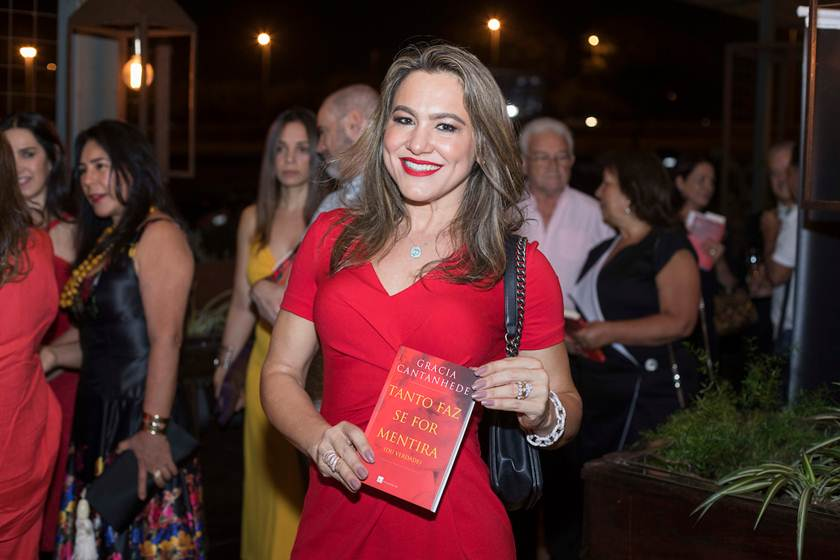 Gracia Catenhede lança novo livro