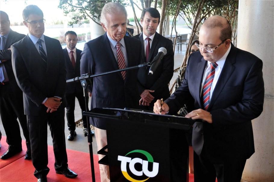 Ibaneis implanta Política de Governança - bernadetealves.com