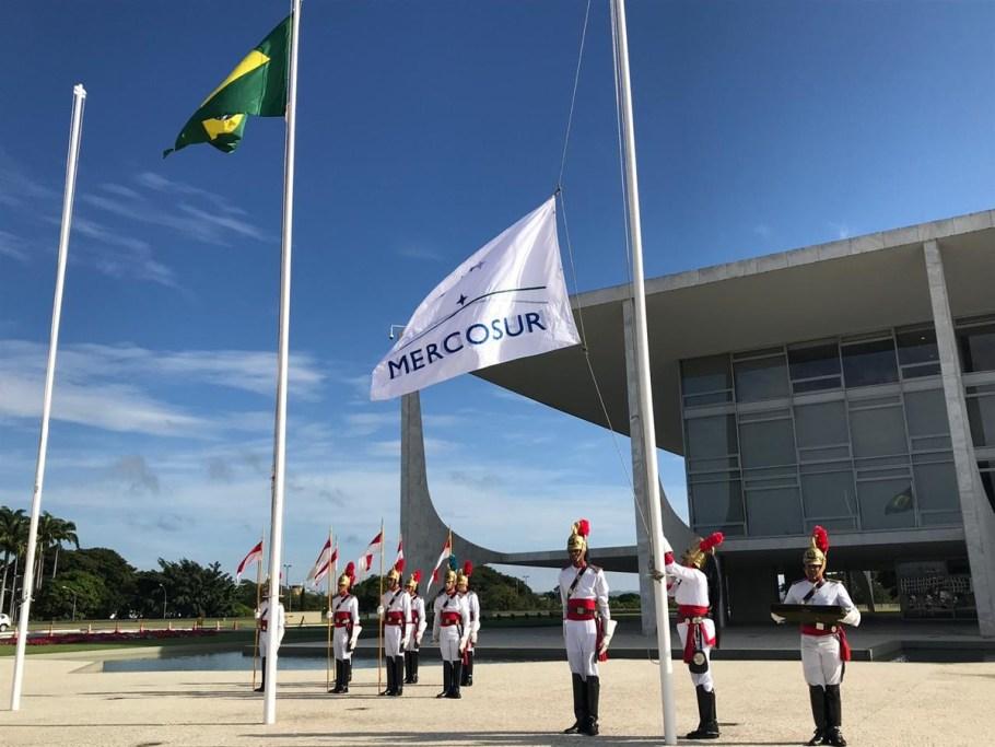 Palácio Planalto escolhe mulher para hastear Bandeira - bernadetealves.com