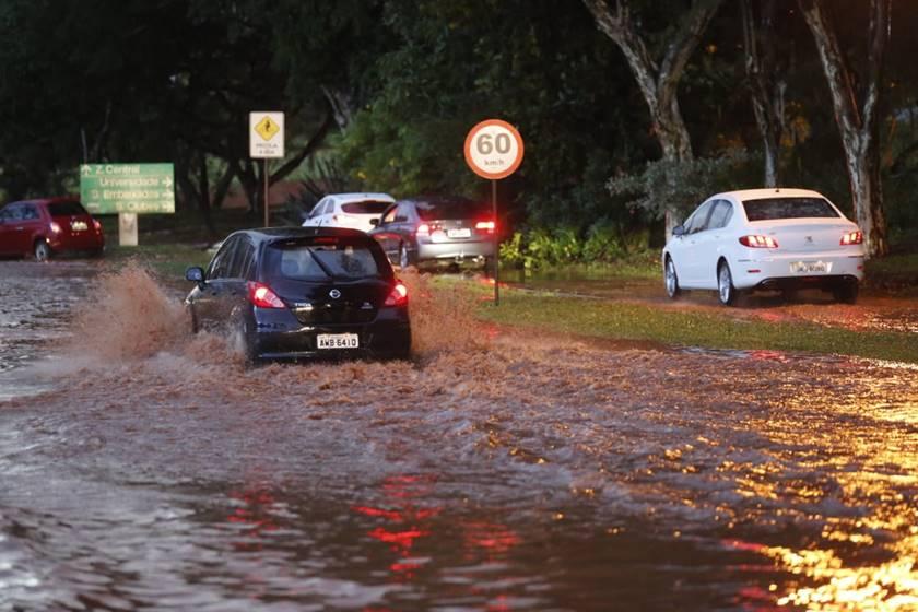 Temporal provoca caos em Brasília - Bernadete Alves