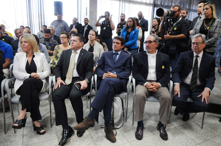 BRB e GDF  investem no Basquete de Brasília e do Flamengo - Bernadete Alves