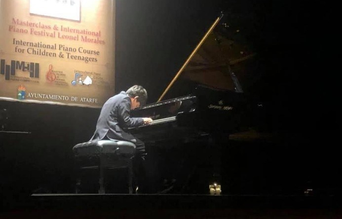 Brasileiro de 11 anos ganha prêmio de musicalidade na Espanha - Théo Singh -Bernadete Alves