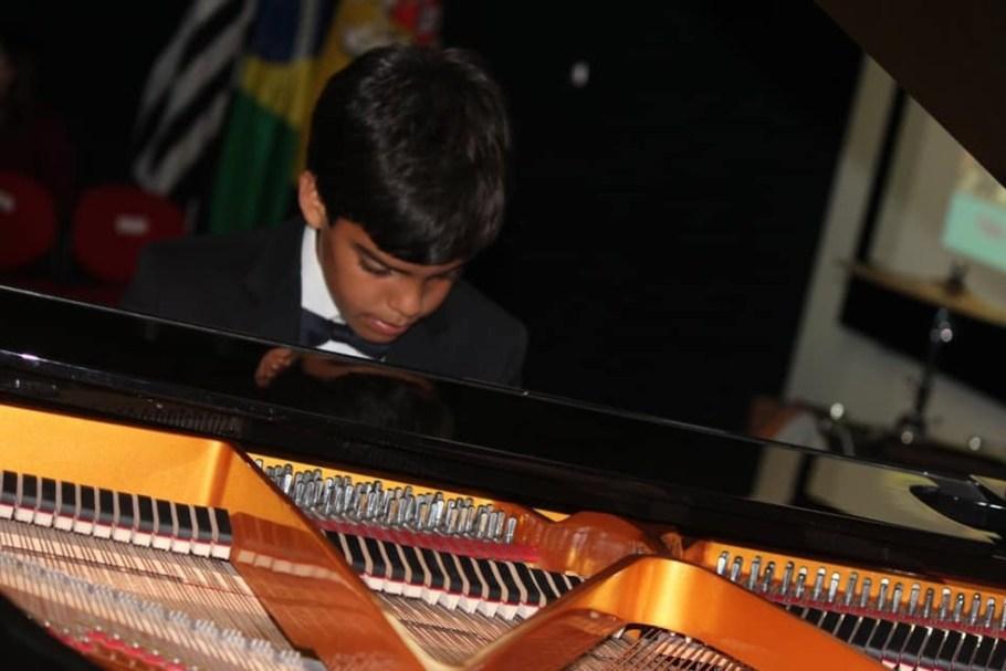 Brasileiro de 11 anos ganha prêmio de musicalidade na Espanha - Bernadete Alves