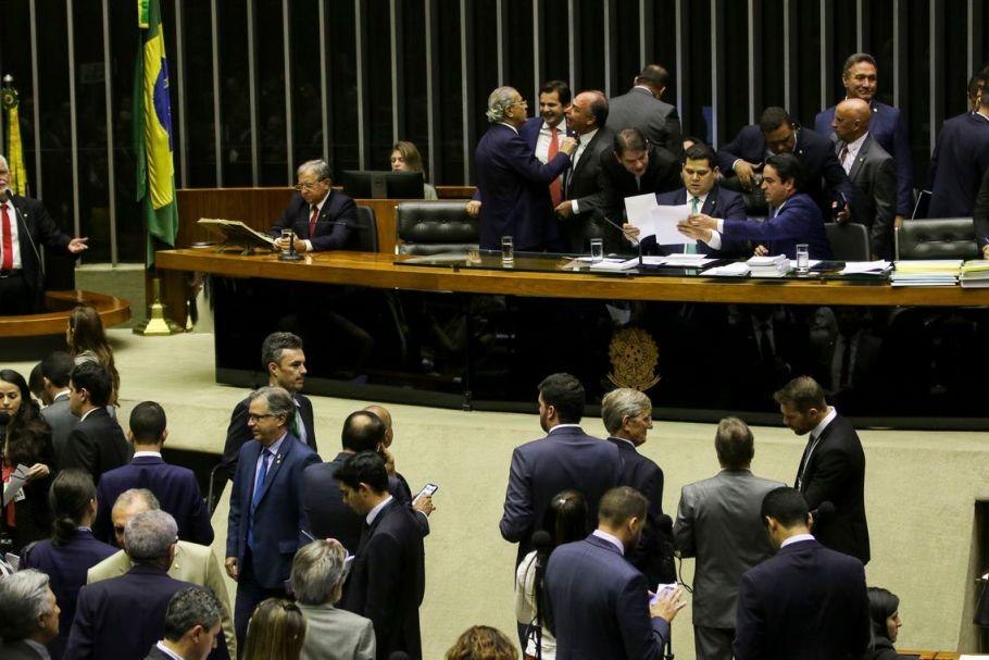 Congresso derruba veto e mantém pena para 'fake news' eleitoral - Bernadete Alves