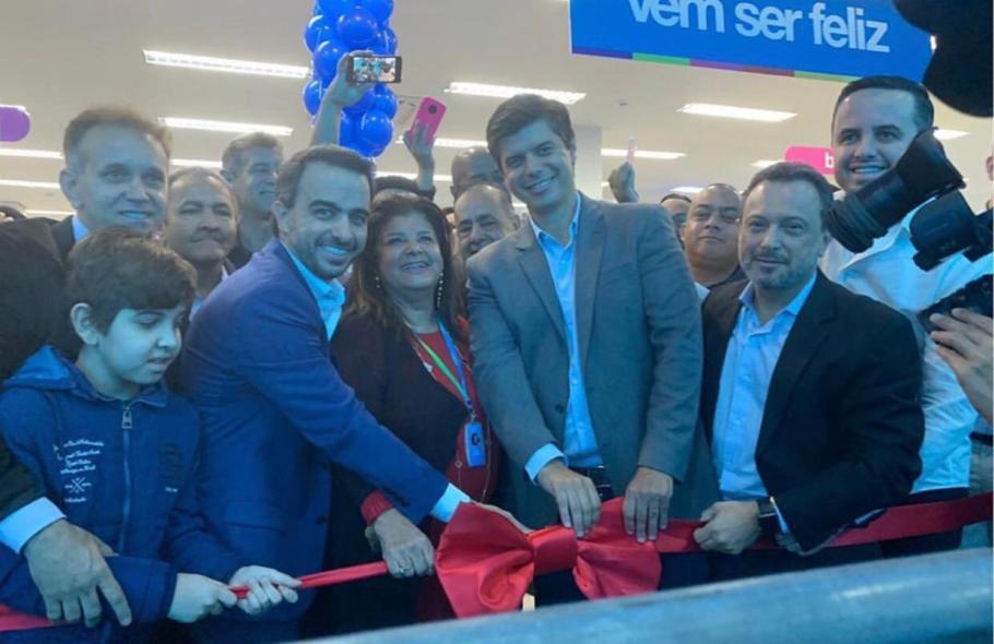 Magazine Luiza inaugura milésima loja no Brasil  - Bernadete Alves