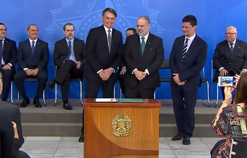 Augusto Aras assume PRG e diz que Constituição será sua bússola - Bernadete Alves
