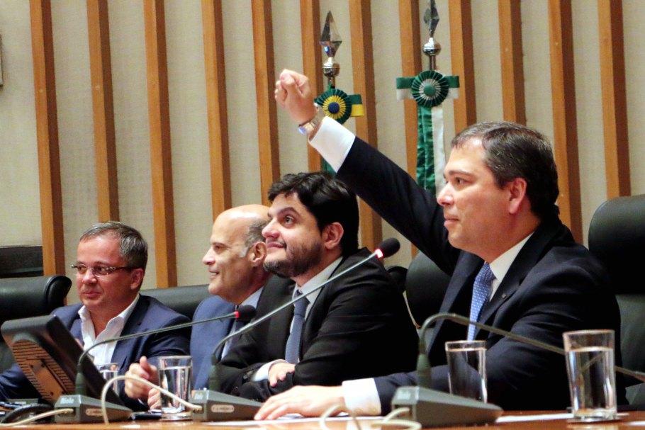 ÇLDF festeja os  53 anos do BRB com sessão solene -  Bernadete Alves