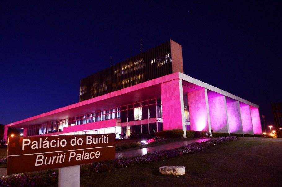 Palácio do Buriti na Campanha Outubro Rosa  - Bernadete Alves