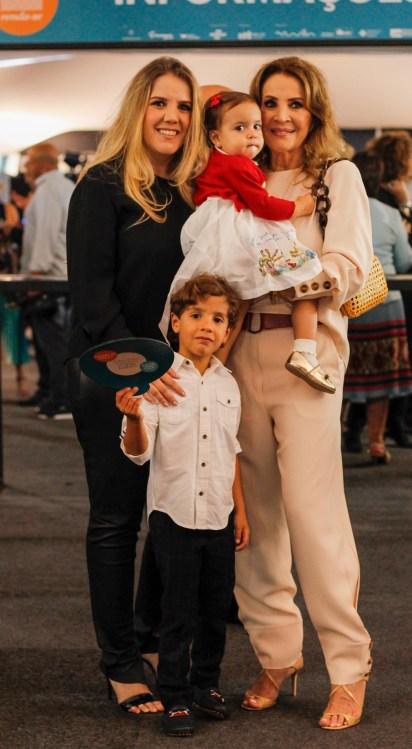 Isabela e Stella Guerra com Maria e João