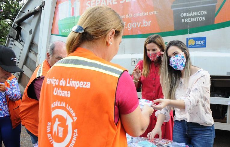 """""""Retalhinho do Bem"""" doa máscaras para servidores do SLU - Bernadete Alves"""