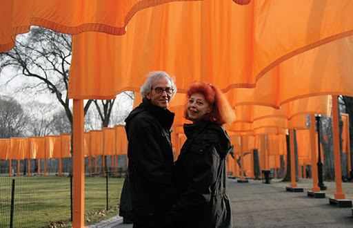 O búlgaro Christo Vladimirov Javacheff e a esposa e colega Jeanne, no Central Park