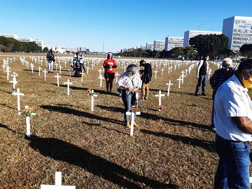 Vidas perdidas pela Covid-19 são homenageadas em Brasília - Bernadete Alves