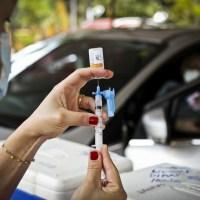 Ibaneis Rocha antecipa vacinação de pessoas com 67 e 68 anos no DF