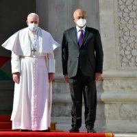 Papa Francisco chega ao Iraque em visita histórica