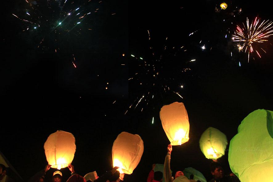 pesta-lampion-dan-kembang-api