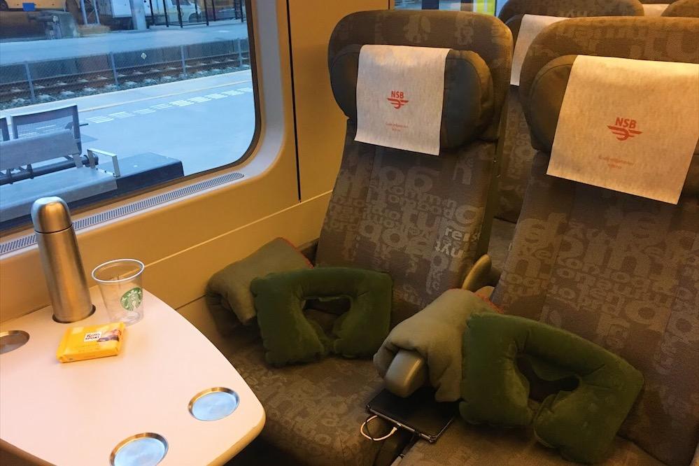 Gece trenlerin battaniye, şişme yastık ücretsiz olarak veriliyor.