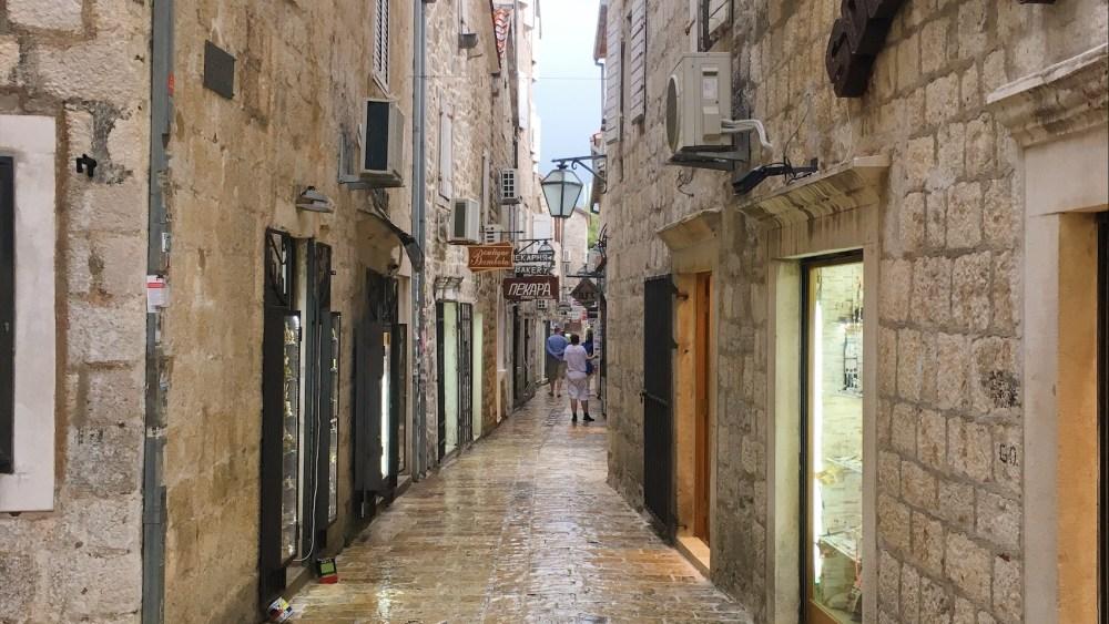 Budva eski şehir sokakları