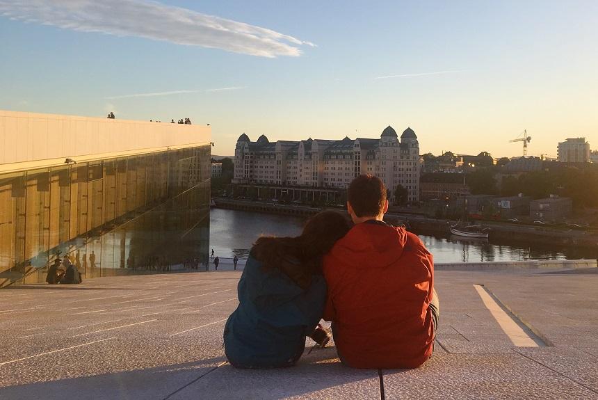 Oslo Opera Binası gün batımı manzarası