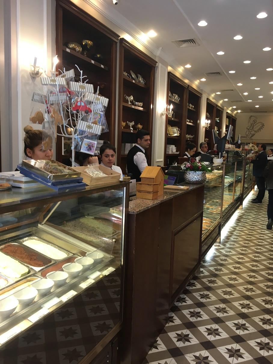 Petek Pastanesi Viyana'daki Demel'i hatırlattı