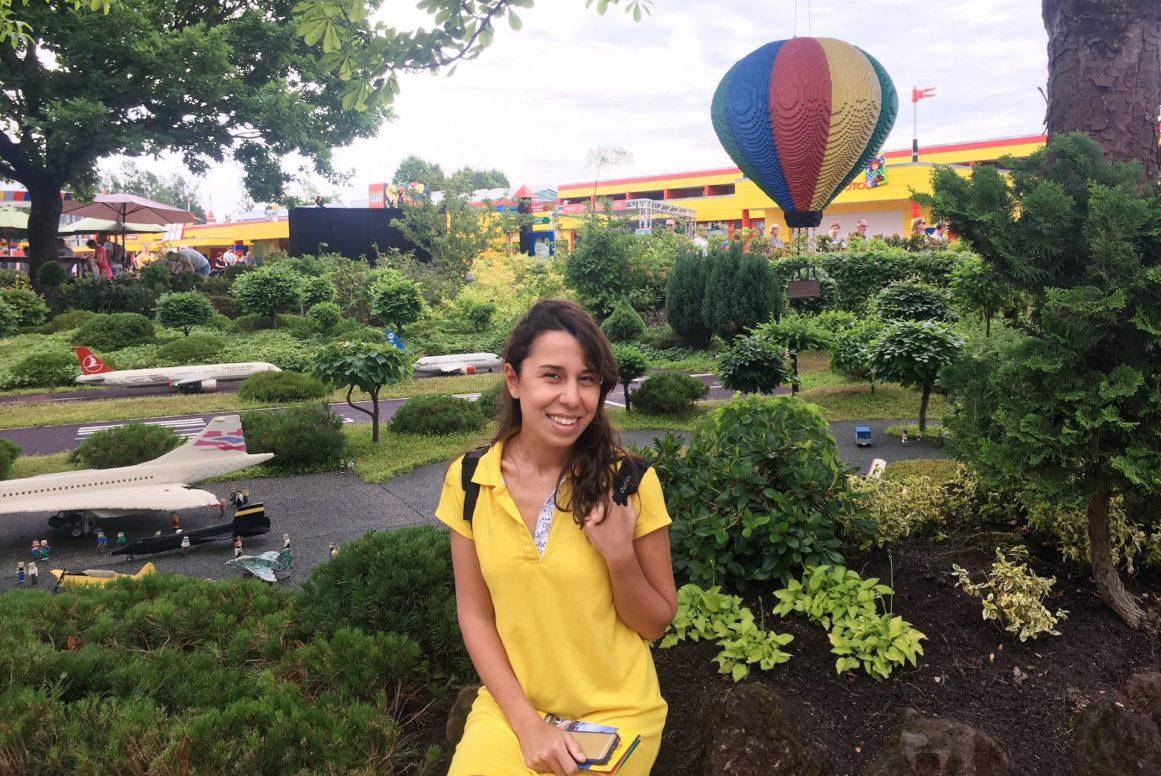 Rengarenk bir oyun parkı köyü