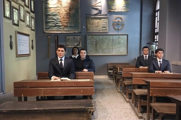 Tarihi Kayseri Lisesi öğrenci sıraları