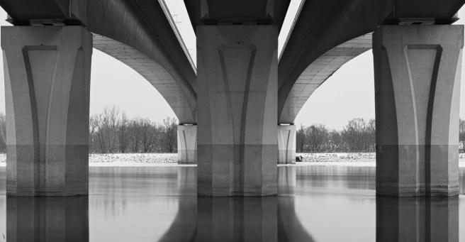 Most Marii Skłodowskiej - Curie - potocznie most północny w Warszawie. Widok z lewego brzegu Wisły.