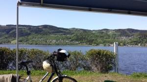Ein anderer Blick vom Campingplatz. Der See ist der gleiche.