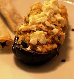 Gevulde aubergine met couscous, abrikoos en feta