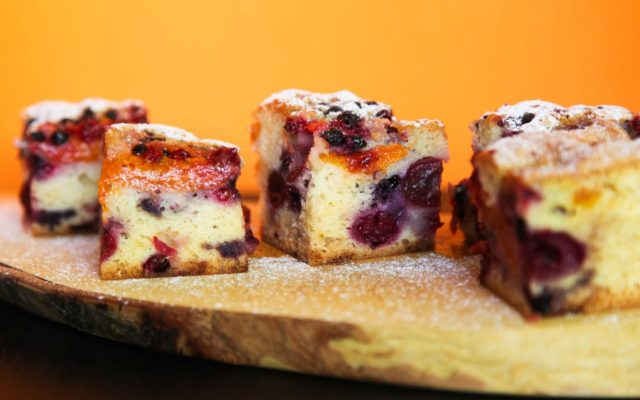Super Fluffy Cake with Summer Fruits