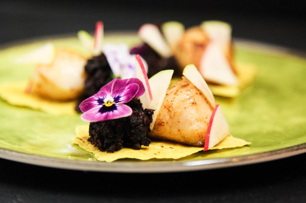 Fancy Starter with Scallops, Black Pudding and Apple