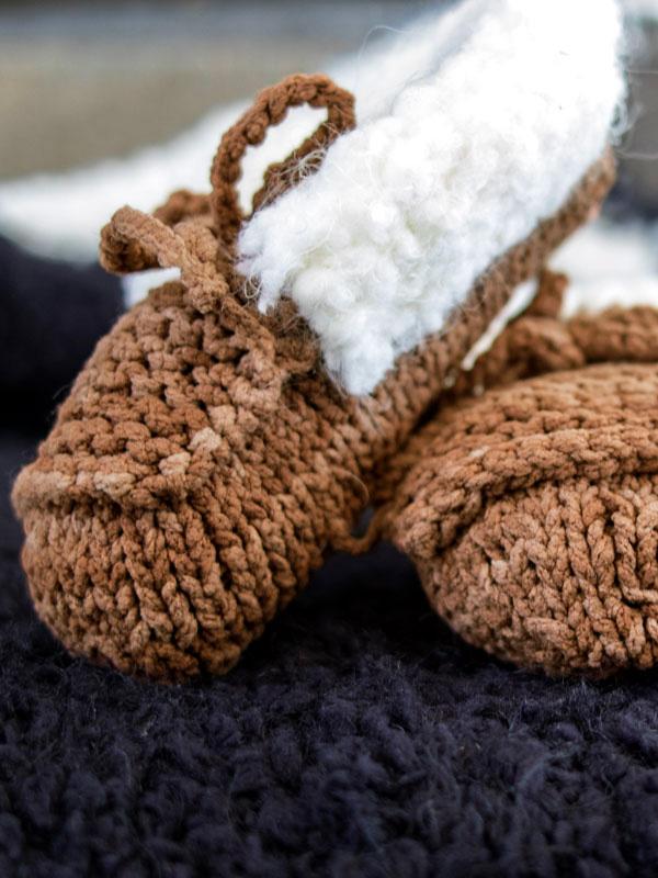 Baby Mocs free baby knitting pattern