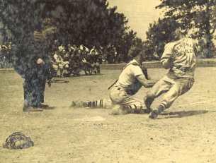 old-umpire-bertman