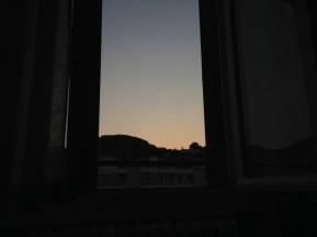 Vendredi 12 juillet : Couleurs du soir à travers la fenêtre