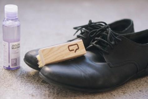 Lundi 3 mars : nettoyage de mes chaussures, des derbies Camper