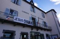 Jeudi 8 janvier : Je suis Charlie sur le fronton de la mairie de notre commune