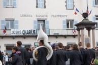 """Vendredi 8 mai 2015 : notre mairie est toujours Charlie et le """"claironne"""""""