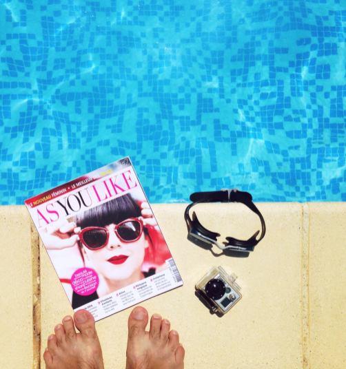 Lecture à la piscine avec As you Like