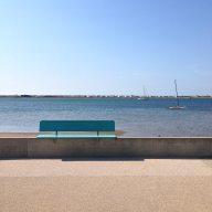 Banc en front de mer : un lieu idéal pour méditer quelques minutes face à la mer