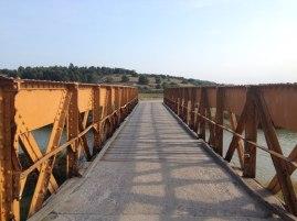 Vieux pont : j'adore ce vieux pont métallique que l'on traverse quand on fait le tour de l'étang