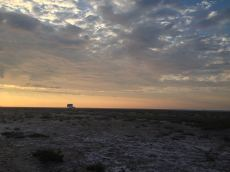 Levé de soleil sur le Lido de Mateille : au fond le poste de secours de la plage