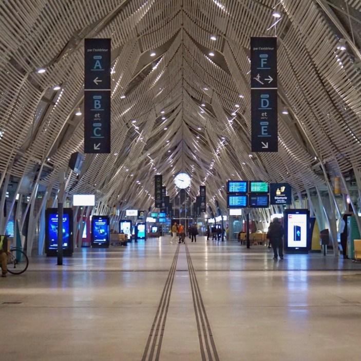 Gare Saint-Roch à Montpellier : belle mais un peu vide à 21h. Même le Quick était fermé