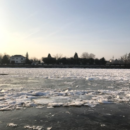Une couche de glace sur l'Allier