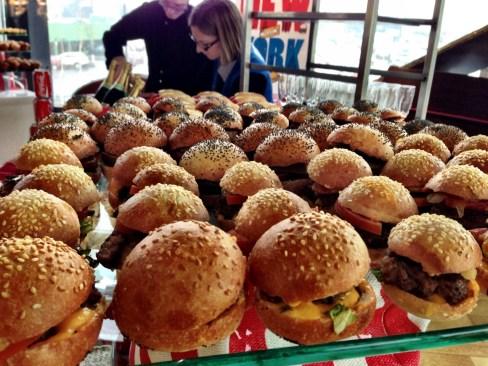Vendredi 29 mars : buffet USA avec mini hamburgers