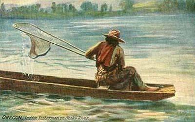 Fischer beim Fischen mit Netz in kleinem Boot auf einem Fluss