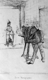 sw-Zeichnung: Fotograf fotografiert Soldat