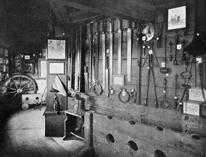 sw-Foto: Folterinstrumente in einer Folterkammer