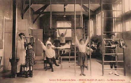 altes Foto: Patienten machen physiotherapeutische Übungen