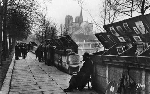 Buchverkäufer auf der Straße in Frankreich