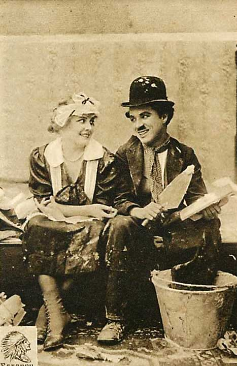 Foto: Schauspieler Charlie Chaplin mit Filmpartnerin im Stummfilm